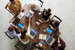 アメリカ人と仕事の会議